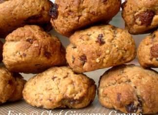 Biscotti integrali alle noci, uvetta e cannella