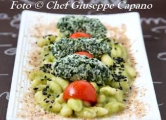 Cavatelli con crema di piselli, quennelle di spinaci e pomodorini 518