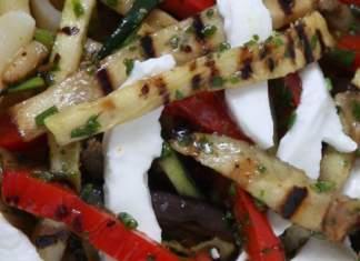 Verdure alla griglia e erbe aromatiche particolare 518