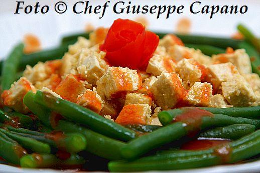 Fagiolini con tofu aromatico e essenza di pomodorini 518