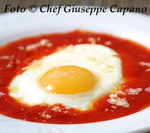 Uova all'occhio di bue con formaggio e salsa di pomodorini 518