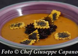 Zuppa cremosa di zucca accompagnata 518
