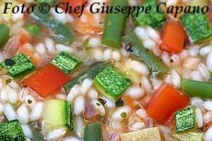 Un risotto ricco di verdure estive
