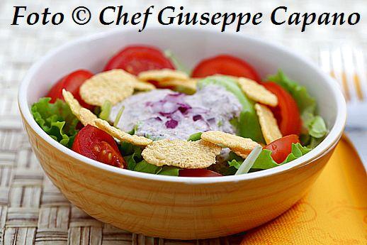 Cerfoglio, erba cipollina e una buona salsina di yogurt e olive