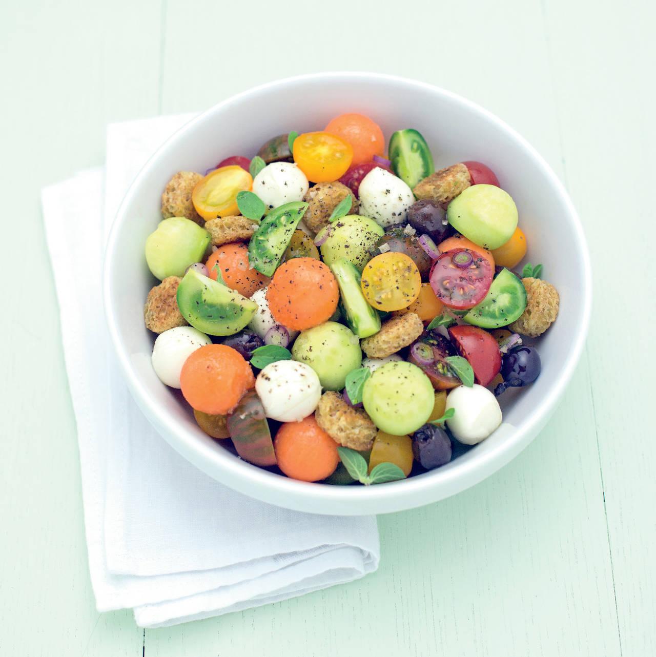 Insalata colorata con crostini e ortaggi estivi cucina for Ortaggi estivi