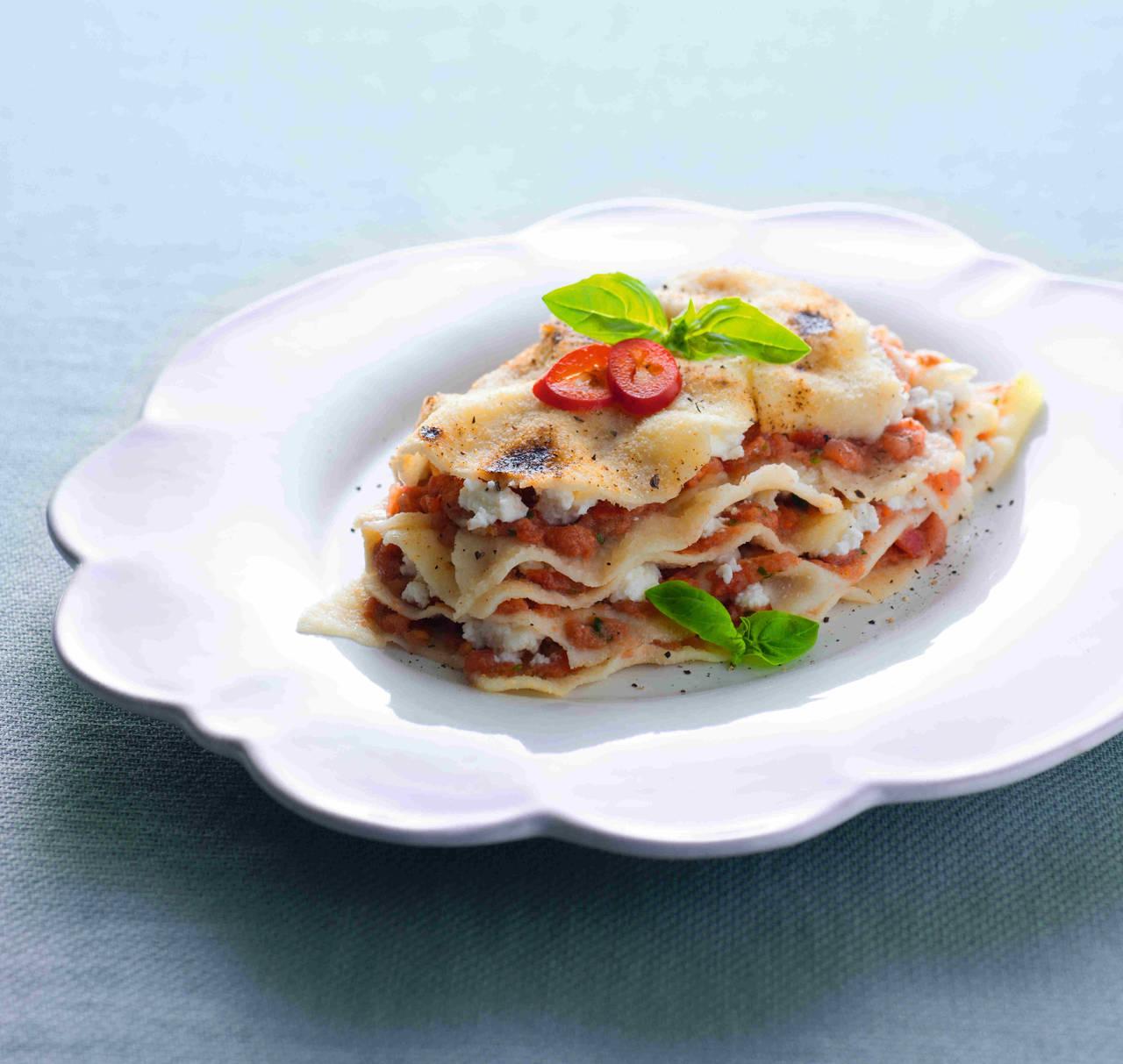 Lasagne tutto crudo di pane carasau con pomodori e ricotta for Tutto cucina ricette