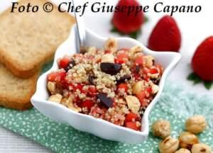 Coppette di quinoa alle fragole e nocciole 518
