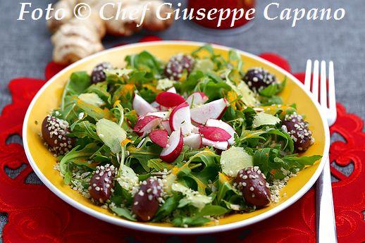 Rucola con ravanelli, curcuma, zenzero e condimento fruttato 518