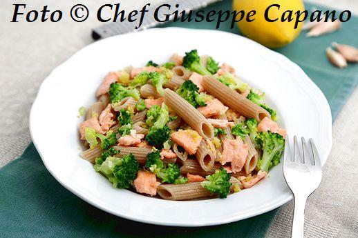 Pasta integrale piccante con broccoletti e salmone 518
