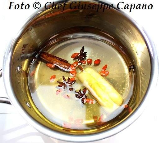 Torsoli di mela e spezie in decotto profumato 518