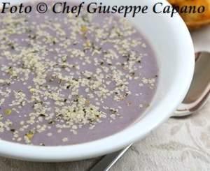 Crema di cavolfiore viola con crostini 318