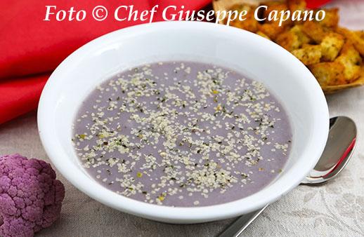 Crema di cavolfiore viola con crostini 518