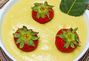 Crema dolce all'alloro con latte vegetale e nocciole 318