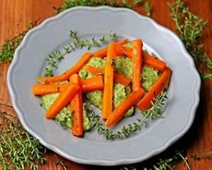 Bastoncini di carote e crema di zucchine al profumo intenso di timo 318