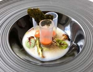 A me che non piace il sushi. Ricetta di Antonio Cuomo. Candele trasparenti con crema di peperoni, verdure, asparagi e alga nori