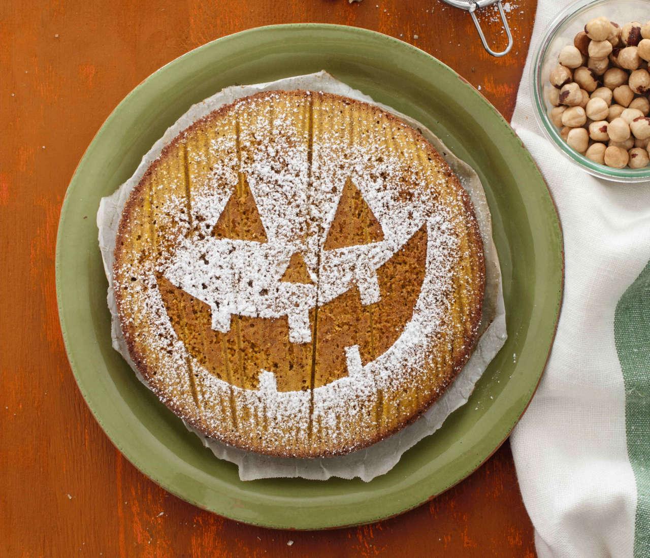Torta di Halloween con zucca e nocciole - Cucina Naturale c081503471f9