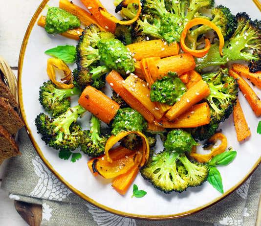 broccoletti e carote con pesto e chips