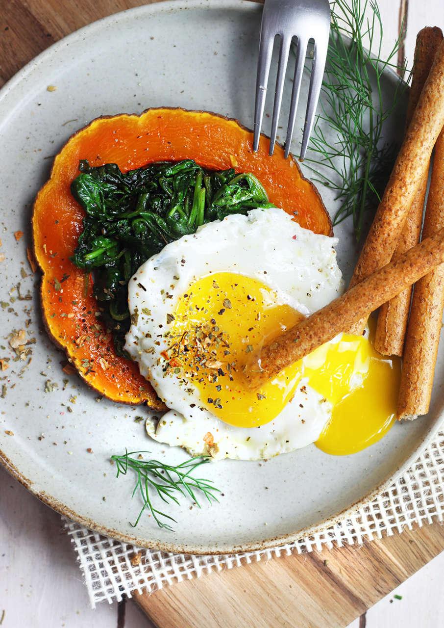 Ricetta Zucca E Uova.Uovo Veloce Su Letto Di Biete E Zucca Cucina Naturale