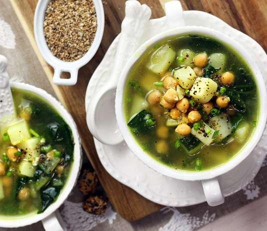 Zuppa di patate, ceci e bietole