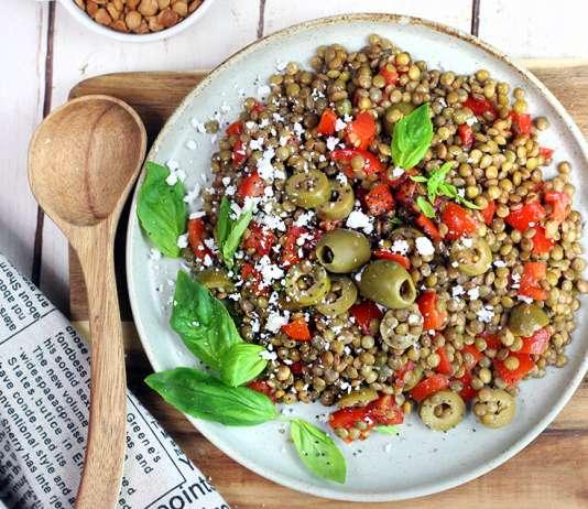 Insalata di lenticchie, pomodorini e olive