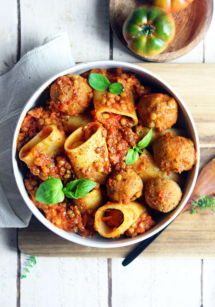 Ricetta Ragu Lenticchie.Pasta Al Ragu Di Lenticchie Con Polpette Cucina Naturale