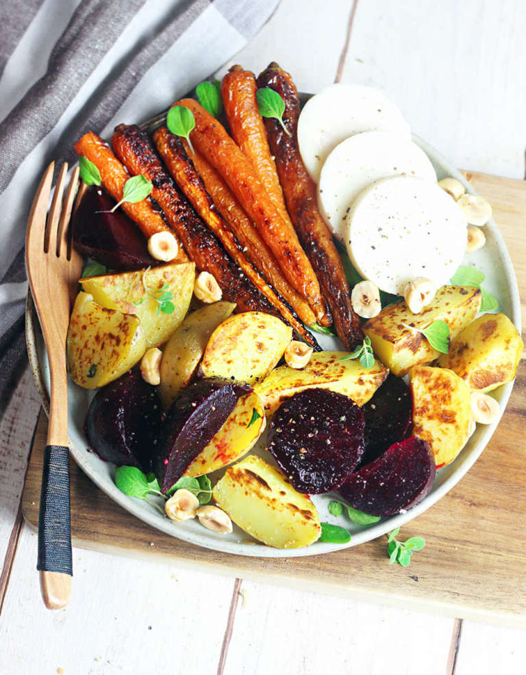 Insalata di patate, barbabietole e carote