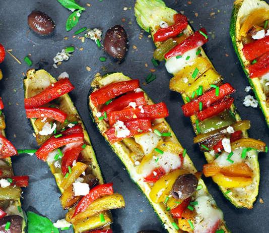 Barchette di zucchine con peperoni e mozzarella