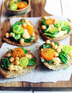 Bruschette hummus e bieta