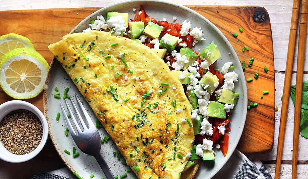 Omelette peperoni avocado