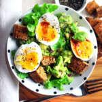 Bowl guacamole uova