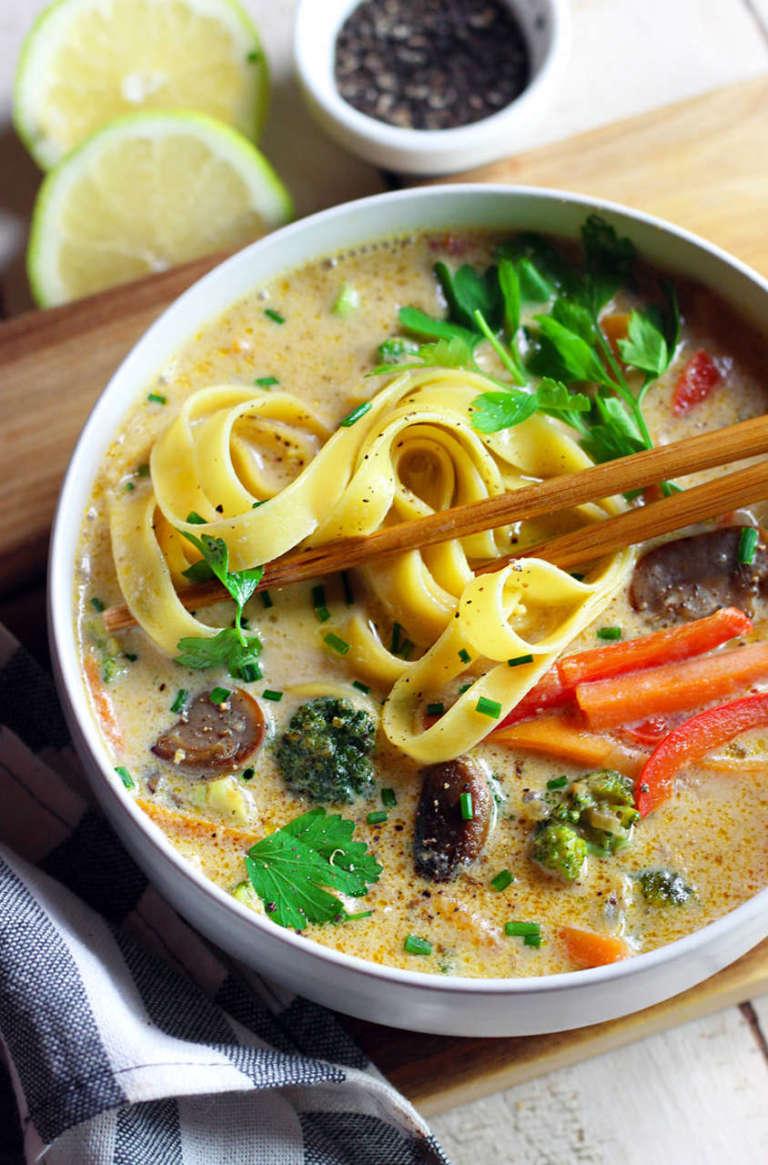 Zuppa vegan di verdure al latte