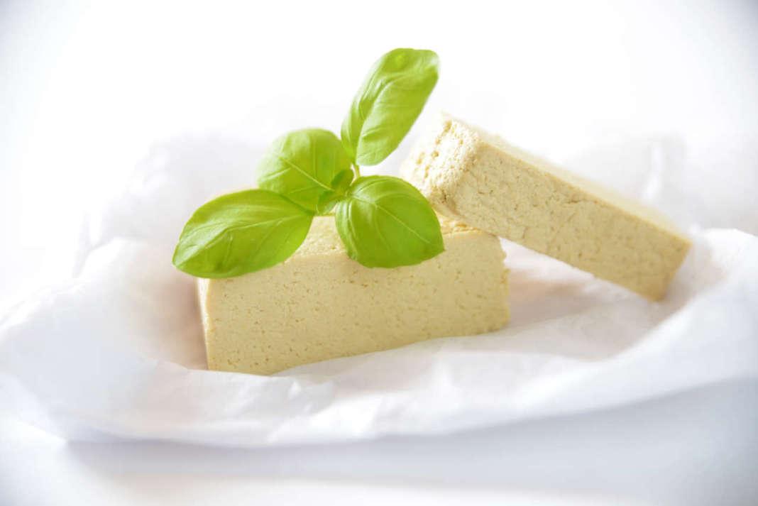 tofu fresco con basilico tofu aromatizzato