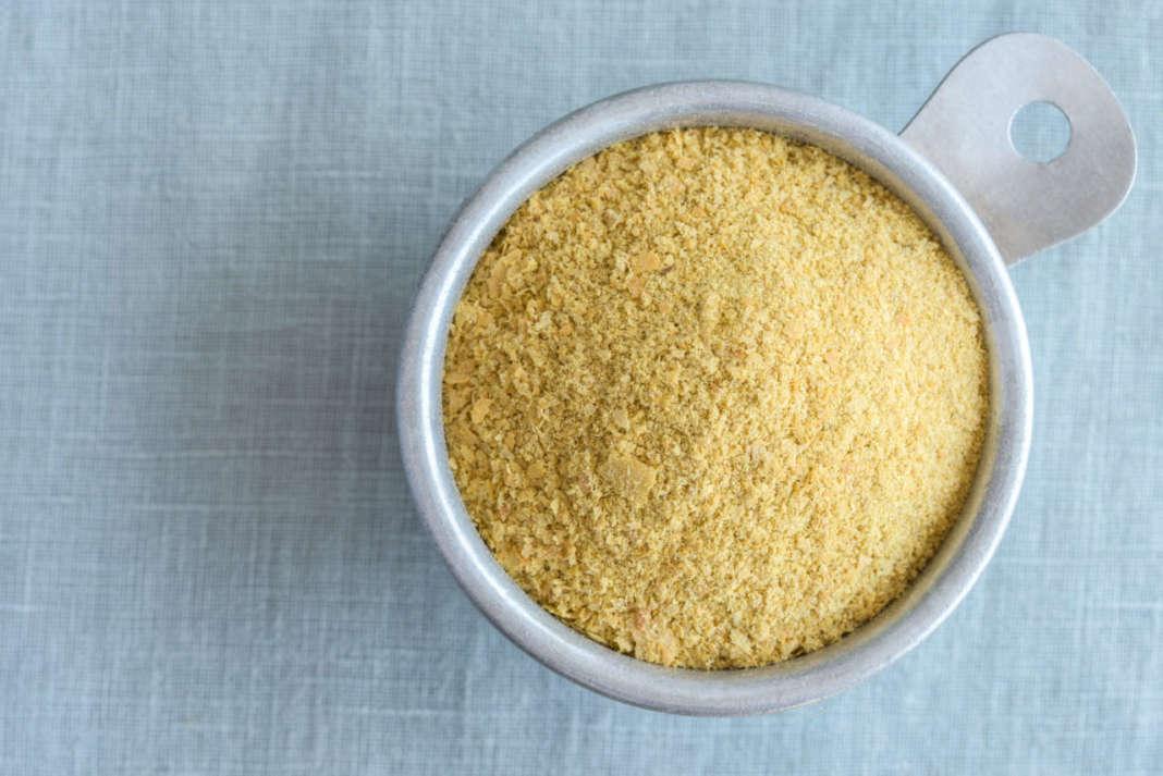 misurino che contiene lievito alimentare