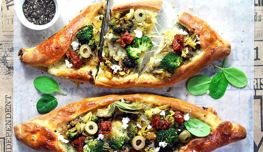 Pizza turca (pida) vegetariana