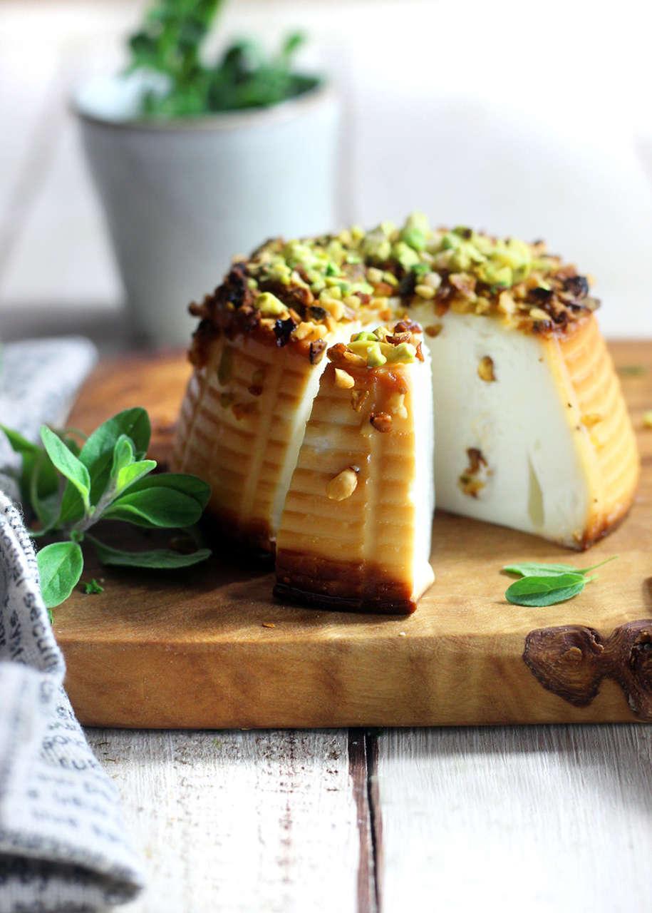 Ricetta Ricotta Infornata.Ricotta Al Forno Con Salsa E Pistacchi Cucina Naturale