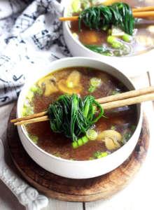 Zuppa di miso con agretti