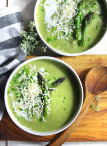 Zuppa vegan di asparagi