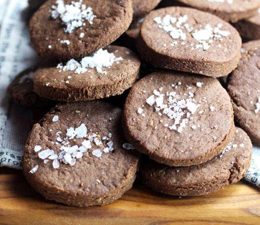 Biscotti vegan al cioccolato al fior di sale