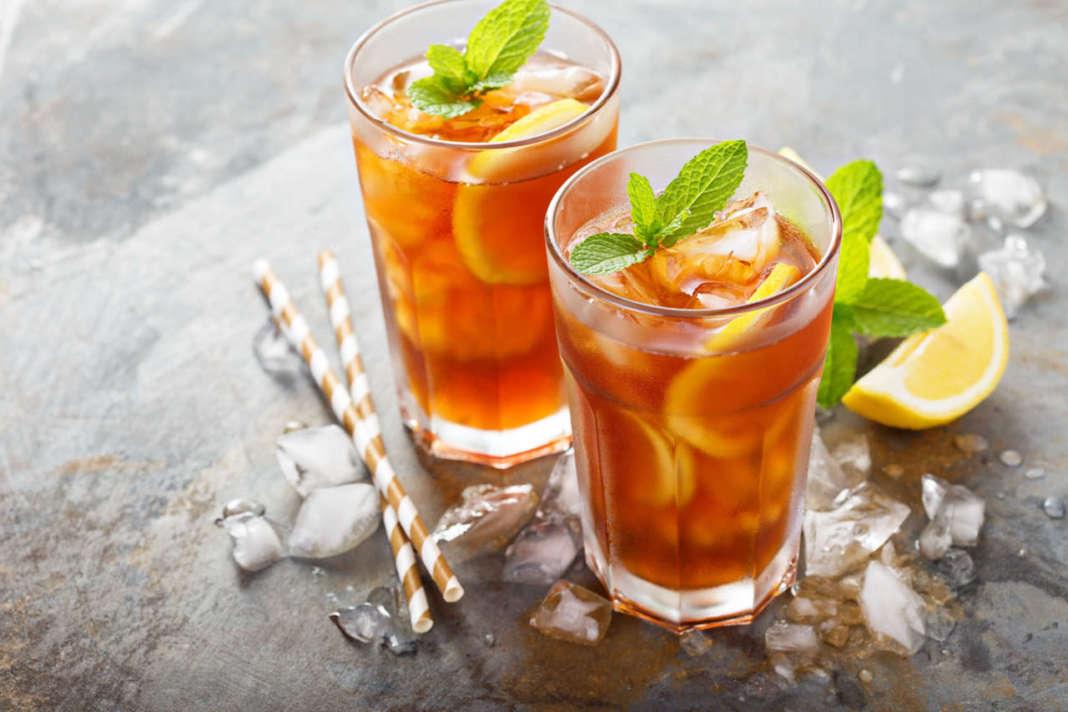 tè freddo in bicchieri di vetro