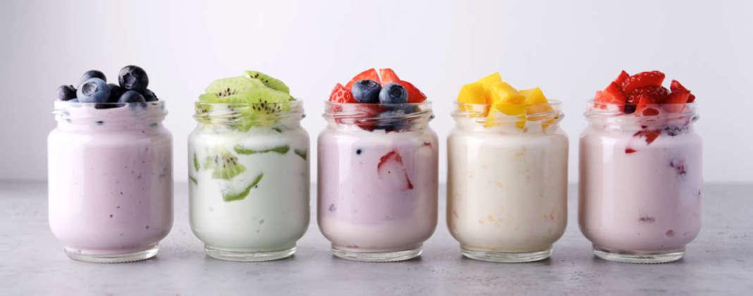 vasetti di yogurt alla frutta